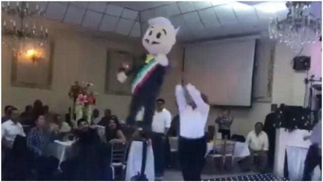 Foto: Diputados del PRD rompieron una piñata con la imagen de AMLO, 14 de diciembre de 2019 (Tomada del video)