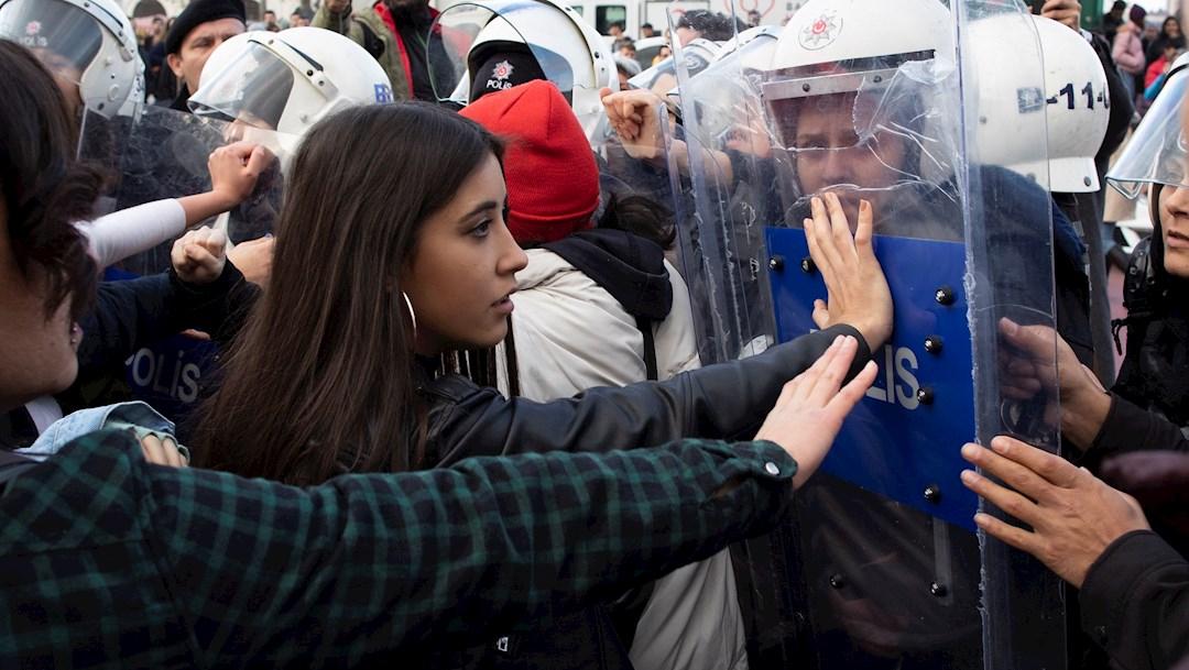 Foto:: La Policía turca dispersa una manifestación de mujeres en Estambul, 8 Diciembre 2019