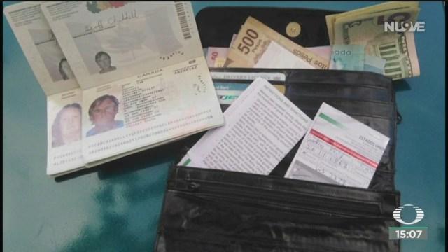 reconocen a taxista honesto dejan cartera con dinero y la regresa