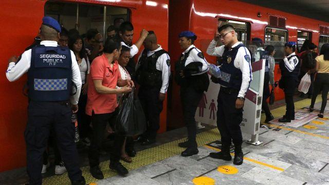 Seguridad en los vagones del Metro.