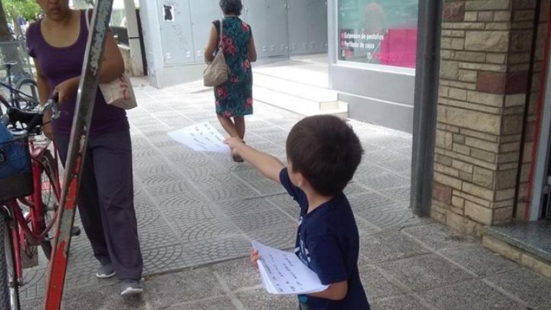 Niño crea campaña contra pirotecnia para amigo con autismo