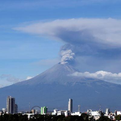 Instalan cámaras de monitoreo en el Popocatépetl y el volcán de Colima