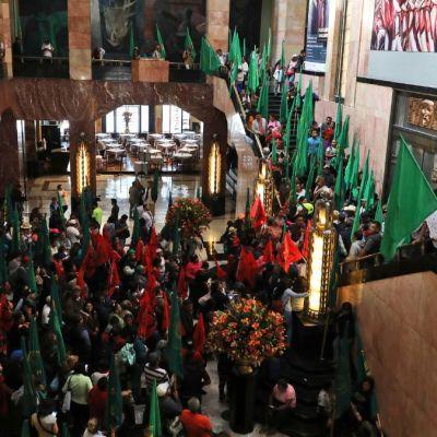 Pintura de Zapata 'afeminado' desata protestas en Palacio de Bellas Artes