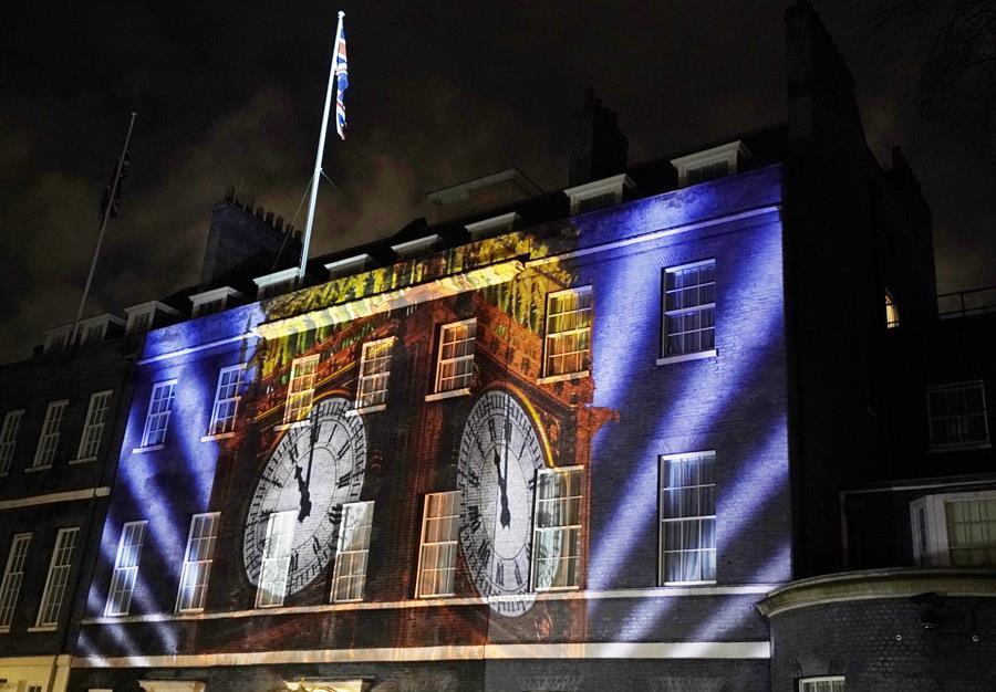Foto: La residencia del primer ministro con proyecciones para celebrar el Brexit , 31 de enero de 2020, (EFE)