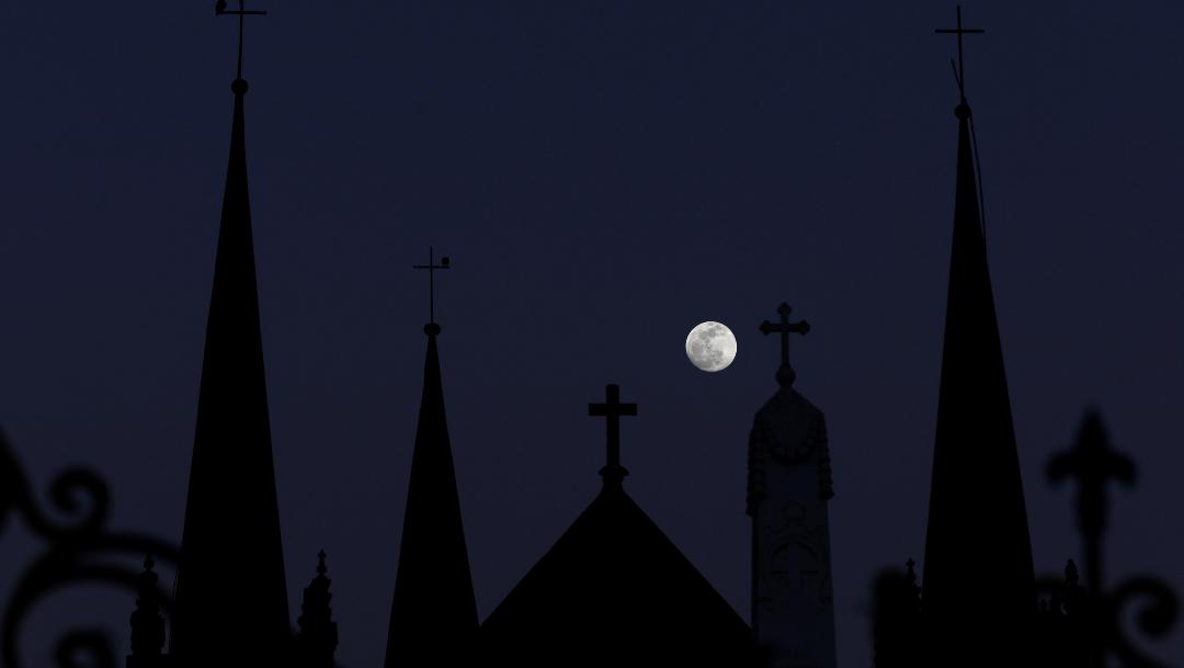 Foto: La Luna llena desde Karichi, Pakistán 09 de enero de 2020, (Reuters)