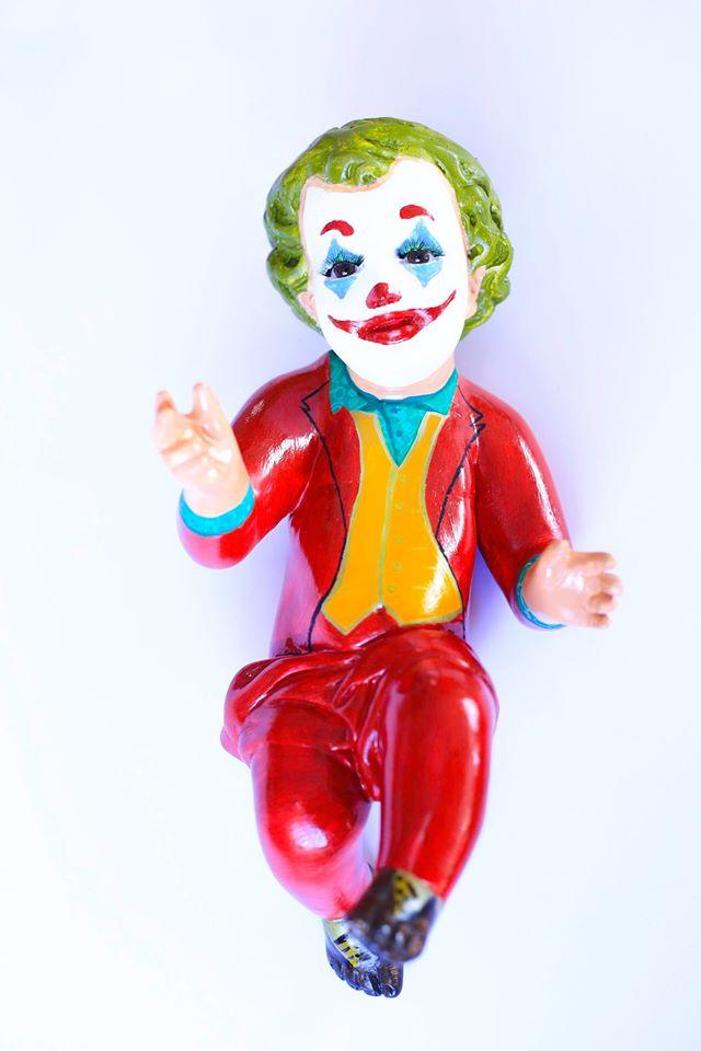 Venden niños Dios vestidos de Joker, Superman y más en redes