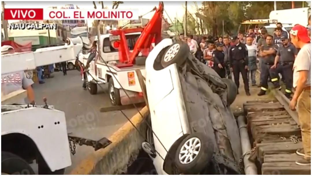 Foto: Un vehículo terminó en canal de aguas negras en Naucalpan, 11 de enero de 2020 (Foro TV)