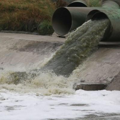 Por escases, pobladores de Coahuila y Durango consumen agua contaminada que daña su salud