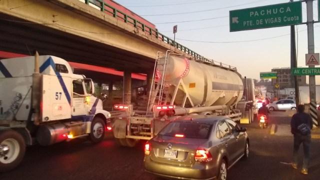 FOTO: Transportistas bloquean momentáneamente diferentes puntos de la CDMX, el 13 de enero de 2020