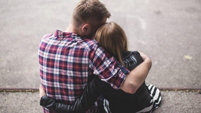 ¿Cuáles son los beneficios de dar un abrazo?
