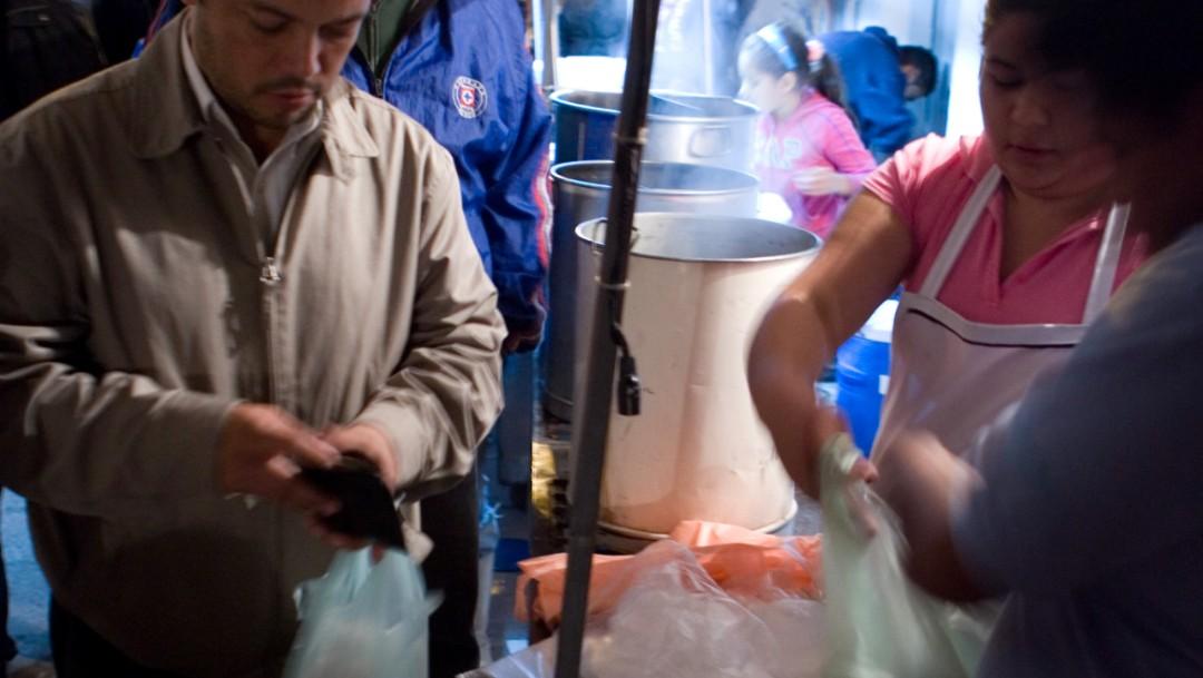 En apuros vendedores tamales por prohibición bolsas plástico