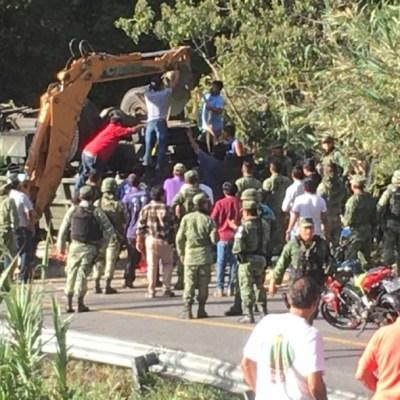 Foto: Volcadura deja tres soldados muertos y 35 lesionados en Oaxaca, 27 enero 2020, (Twitter @sethrojasmolina)