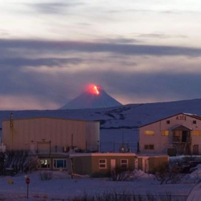 Alaska declara alerta roja por erupción del volcán Shishaldin