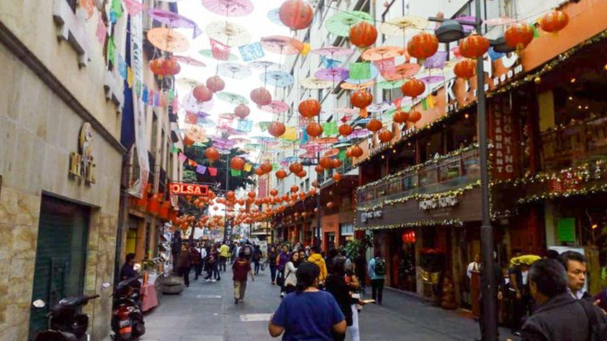 Foto: Comerciantes decoran el Barrio Chino de la Ciudad de México.