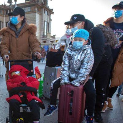 Foto: Un grupo de ciudadanos chinos usan cubre bocas. AP