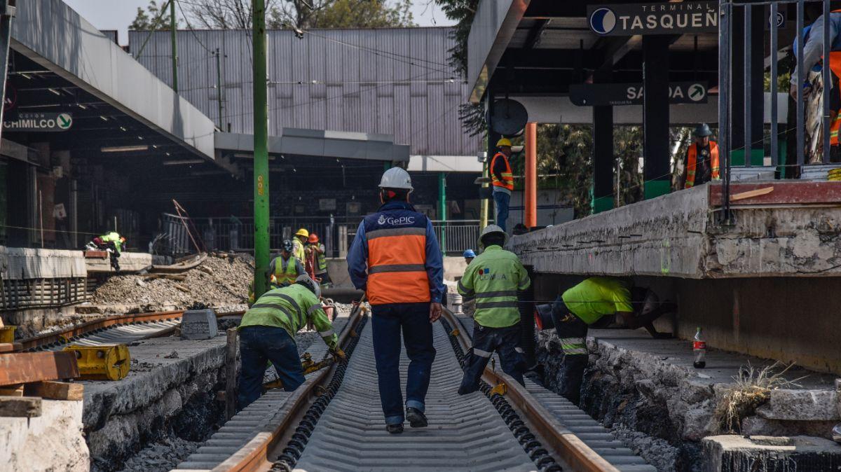 Foto: Obras de mantenimiento en la estación Taxqueña del Tren Ligero. Cuartoscuro