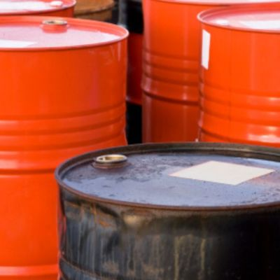 Precio del petróleo se hunde más del 300% y cierra en negativo
