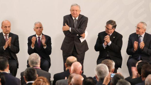 Foto: Andrés Manuel López Obrador durante la reunión de embajadores y cónsules en México. Cuartoscuro