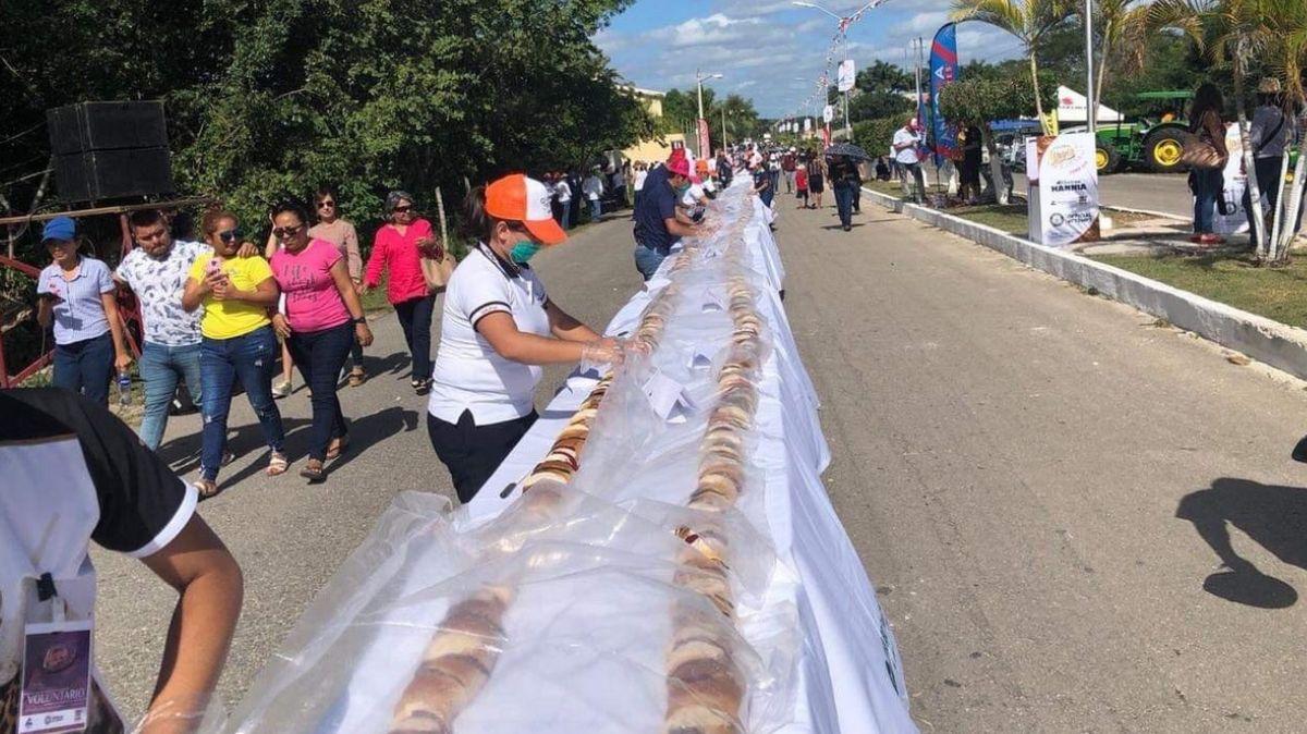 Rosca de Reyes más grande del mundo eleborada en Yucatán.