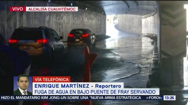 FOTO: fuga de agua en el bajo puente de fray servando cdmx