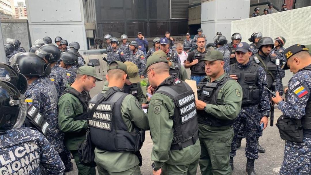 Foto: Policía de Venezuela impidió a Juan Guaidó, presidente de la Asamblea Nacional, 5 enero 2019