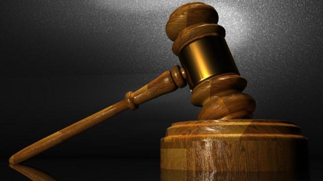 FOTO: Mazo de madera utilizado en la corte, el 07 de enero de 2020
