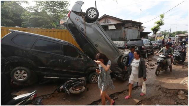 Foto: Sube a 60 el número de fallecidos por inundaciones en Indonesia, 4 de enero de 2020 (AP)