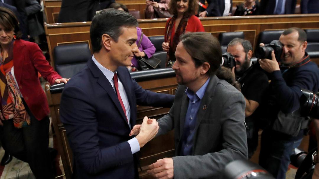 FOTO Pedro Sánchez (izq) logra investidura en España (EFE)