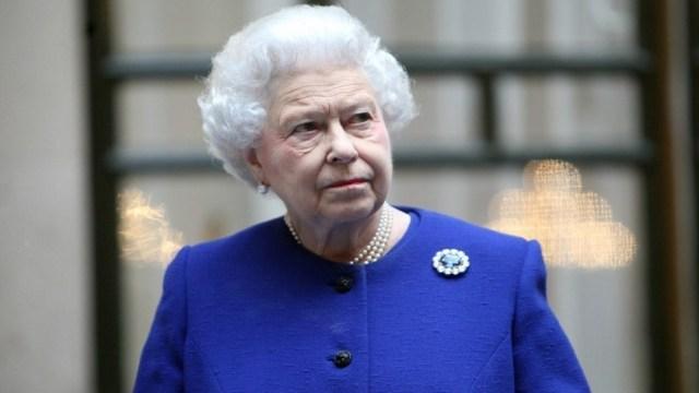 """FOTO: Isabel II en su mensaje de Semana Santa: """"el coronavirus no nos vencerá"""", el 11 de abril de 2020"""