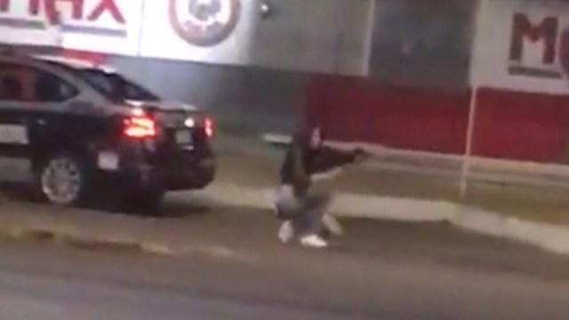 Foto:Mujer roba arma del interior de una patrulla y dispara a conductores en Aguascalientes