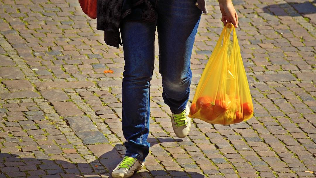 China planea erradicar plásticos de un uso en cinco años
