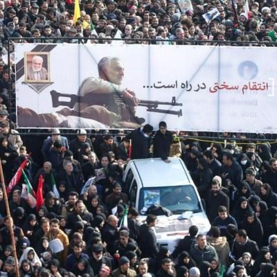 Iraníes rinden multitudinario homenaje al general Soleimani
