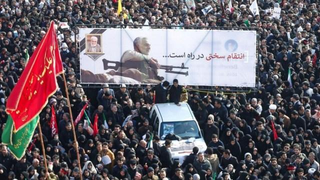 Foto: La hija del general Qassem Soleimani, Zeinab, aseguró ante la multitud en Teherán que, los Estados Unidos y su aliado Israel, enfrentarán un 'día oscuro por su muerte'