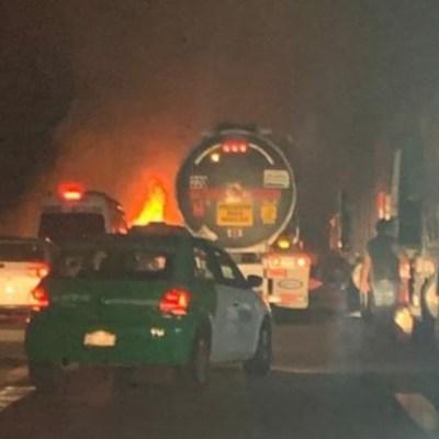 Accidente provoca incendio en autopista México-Puebla; cierran circulación varias horas