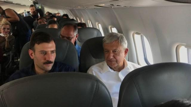 Foto: AMLO ofrece disculpa, pero seguirá viajando en vuelos comerciales