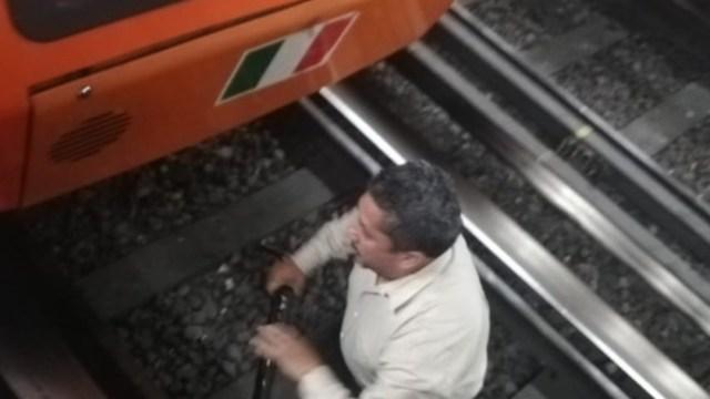 Foto: Caída de bastón metálico provoca corto circuito en vías de Línea 1 del Metro