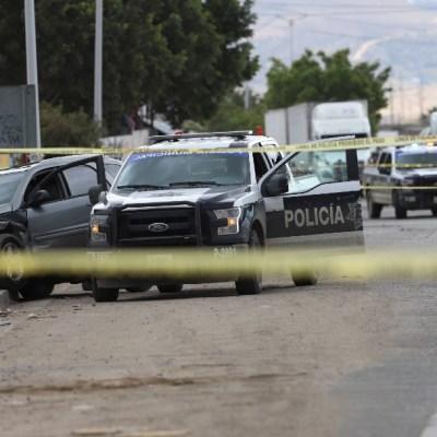 Imagen: Un sujeto fue descubierto en flagrancia cuando se robaba una camioneta en playas de Tijuana, una mujer, al darse cuenta, decidió acompañar al dueño del vehículo y comenzaron una persecución