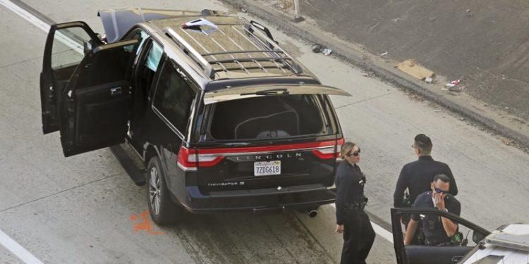 Foto: Roban carroza fúnebre con todo y cadáver, 27 de febrero de 2020, (AP)