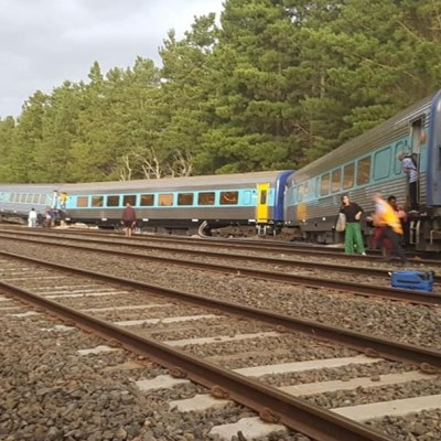 Descarrilamiento de tren en Australia deja dos muertos