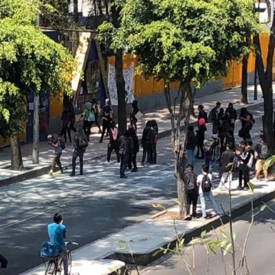 Encapuchados vandalizan CCH Azcapotzalco; toman el plantel