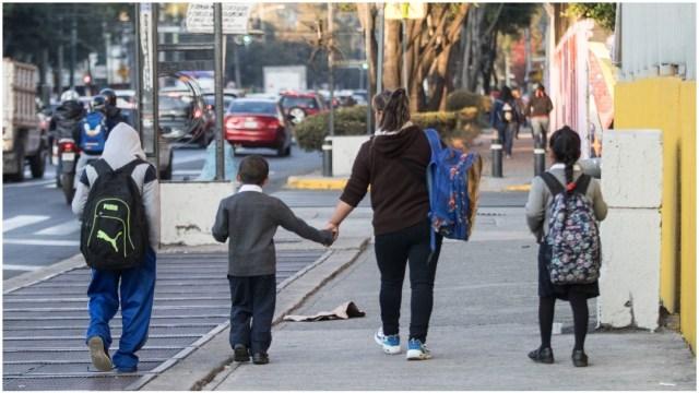 Imagen: SEP buscará impulsar el saludo indígena para evitar contagios en escuelas, 29 de febrero de 2020 (VICTORIA VALTIERRA/CUARTOSCURO.COM)