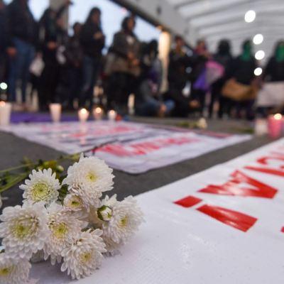 AMLO a favor de crear fiscalía especializada para atender feminicidios