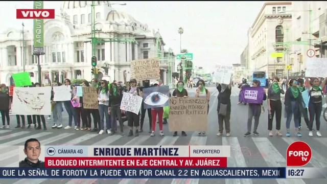 FOTO: feministas bloquean eje central y avenida juarez cdmx