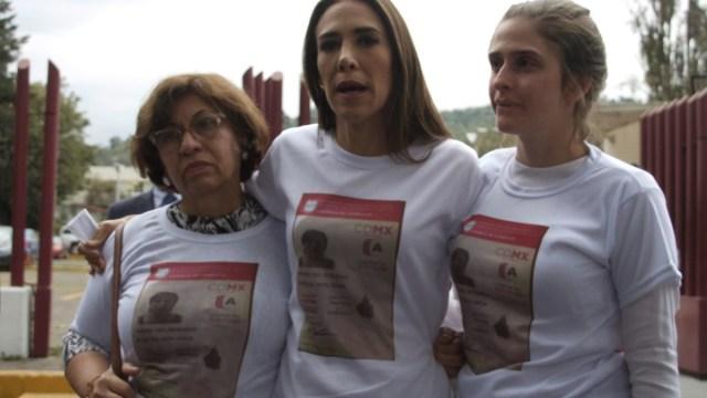 Foto: Familiares de Rosario Robles protestan afuera del Reclusorio Sur. Cuartoscuro