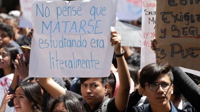 Foto: Estudiantes protestan en calles de Puebla. Cuartoscuro