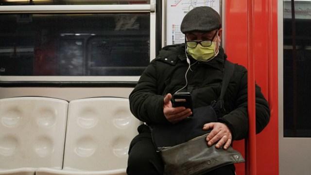 Foto: Riesgo por el coronavirus golpea nuevamente el peso y la bolsa, 27 de febrero de 2020, (Getty images)