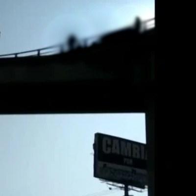 Hombre amenaza con saltar de puente vehicular en Coacalco, Estado de México