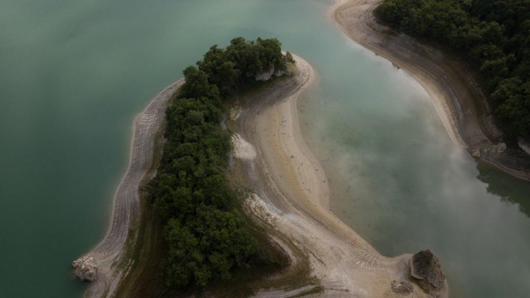 Imagen: La laguna de Metzabok, o 'Dios del trueno', es uno de los 21 lagos que comprenden el sistema lagunar de Metzabok, un centro ecoturístico 100 por ciento maya lacandón