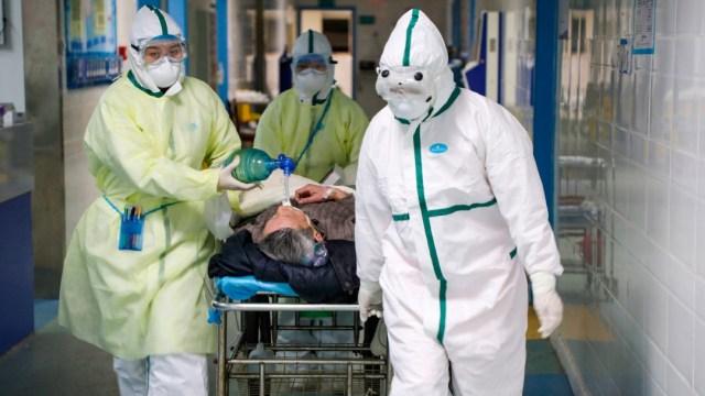 Muere estadounidense por coronavirus en hospital de Wuhan