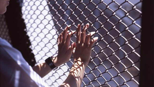 Encarcelan por error a mujer en penal varonil